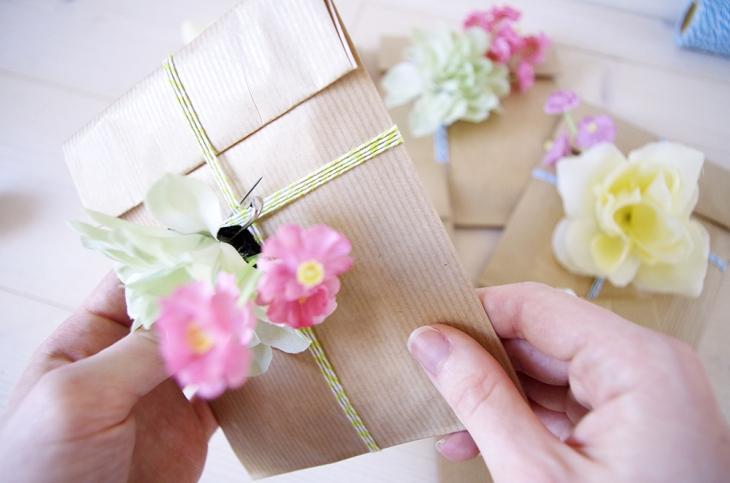 {DIY} Des broches en fleur pour mes copines 17